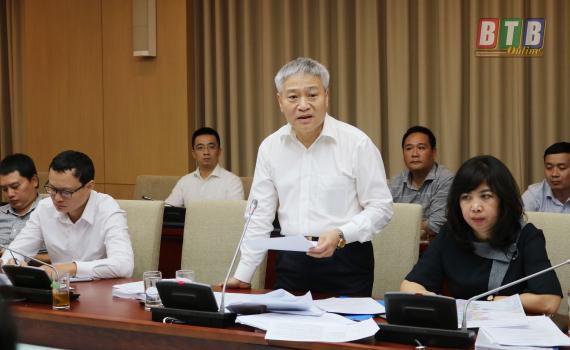 Thứ trưởng Bộ Xây dựng Bùi Phạm Khánh chủ trì hội nghị.